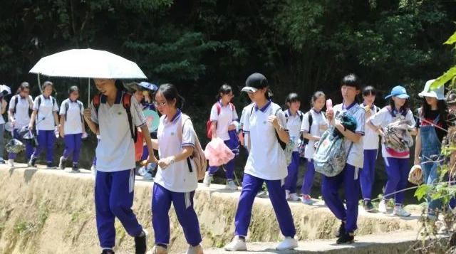 向梦想出发,为青春喝彩 广州市第六十五中学高二年级学生前往从化古田村开展研学实践活动