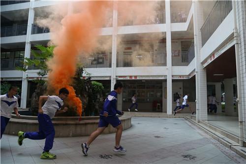 广州四中初中新世界校区举行消防演练暨校园安全反恐演习